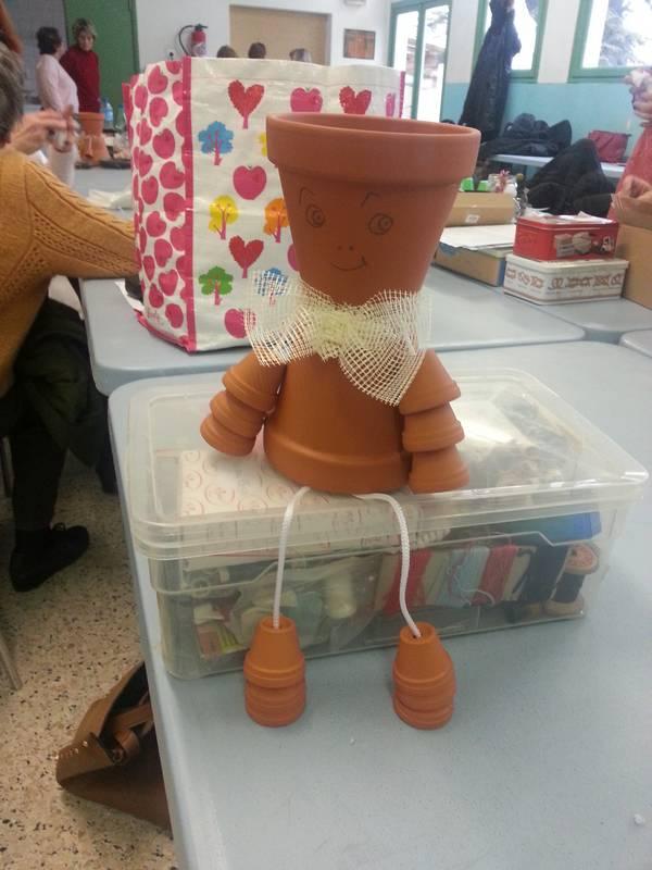 Atelier décoration de pots en terre cuite